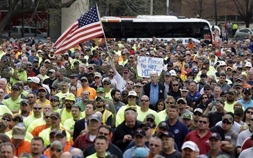 Workers rally against Indiana construction wage law repeal