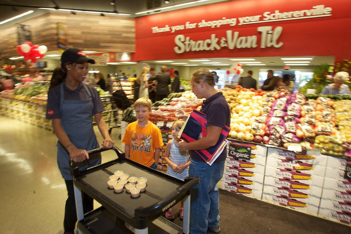 Strack & Van Til rolls out curbside grocery pickup in S'ville