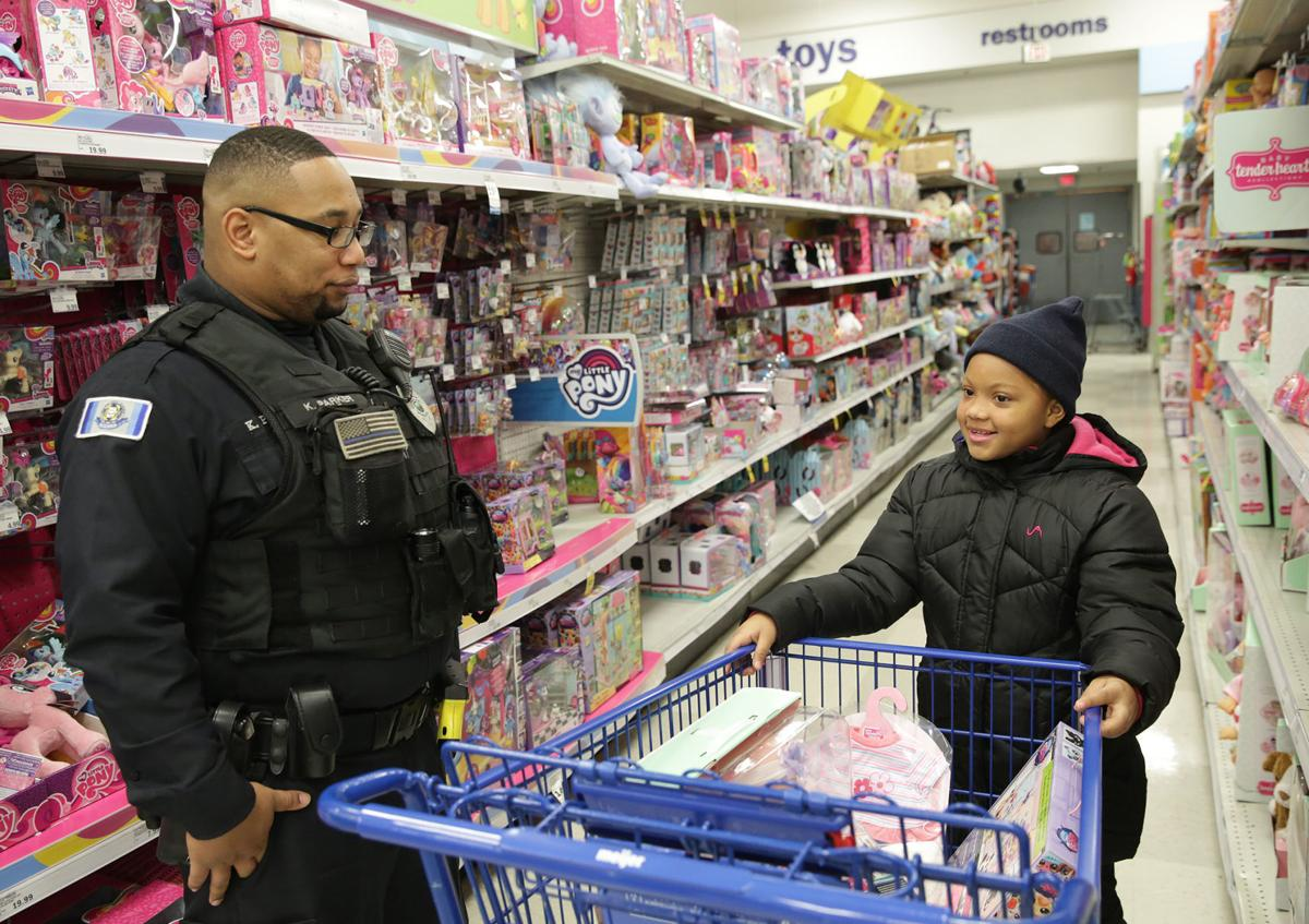 'There's a kid shot': Hobart officer says he was among many first responders 'doing good' after Walmart shooting
