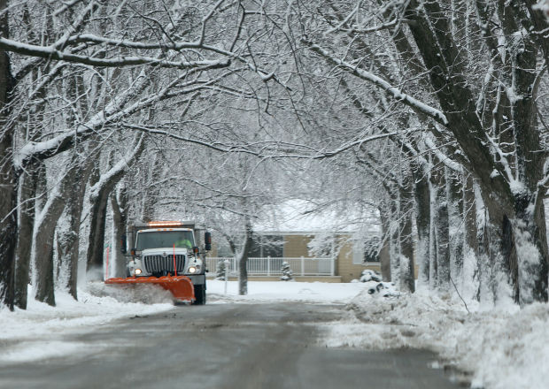 Latest snowfall leaves hundreds without power lake for Main street motors valparaiso in