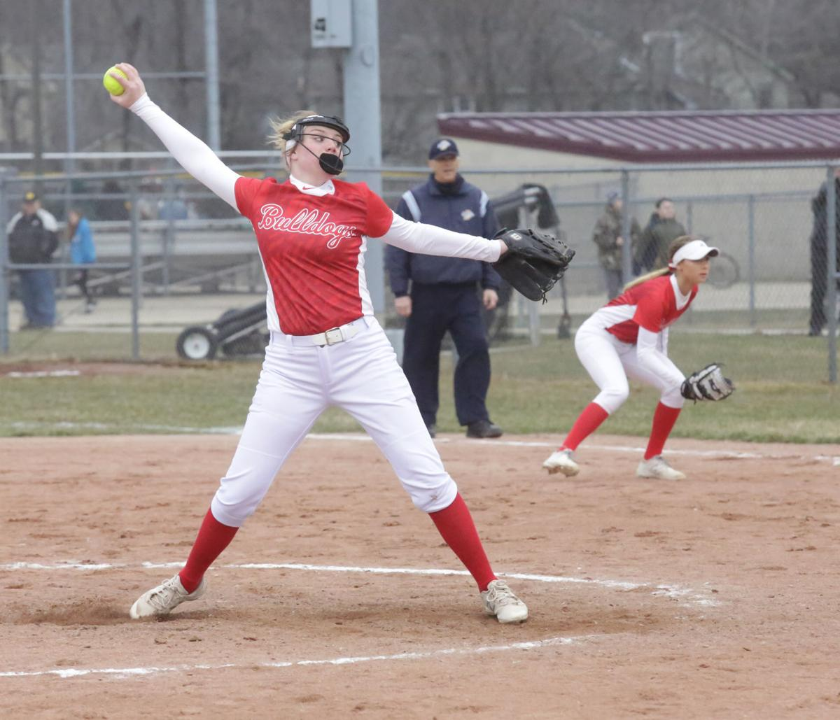 Bulldogs beat the Trojans in softball