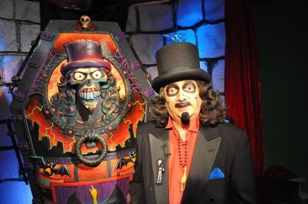 Svengoolie with Coffin