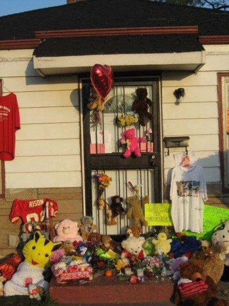 Fans paying respects to King of Pop at boyhood home