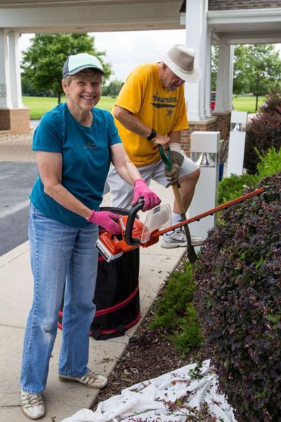 Gardeners spruce up Vising Nurse Association hospice center