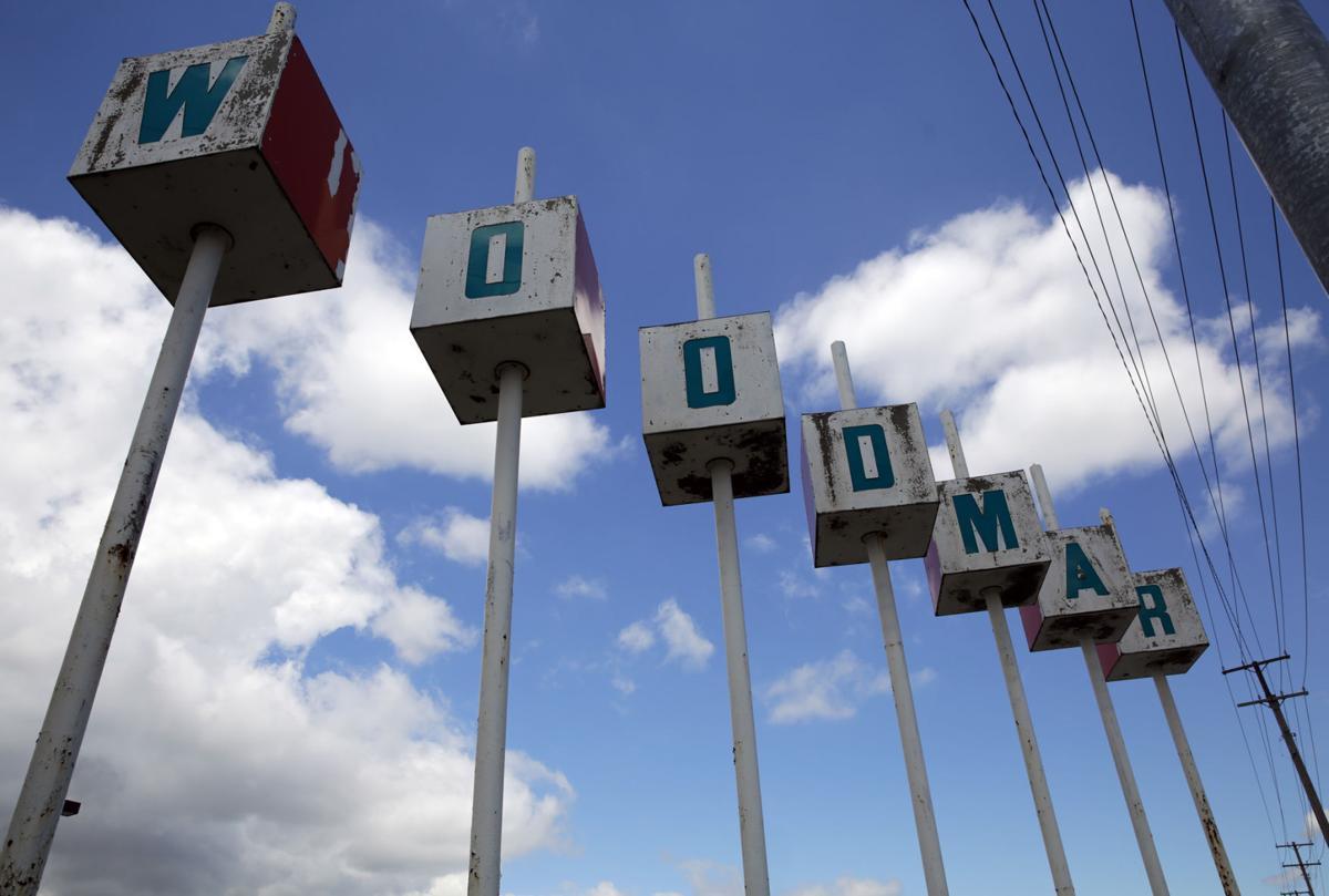 Woodmar Mall Sign
