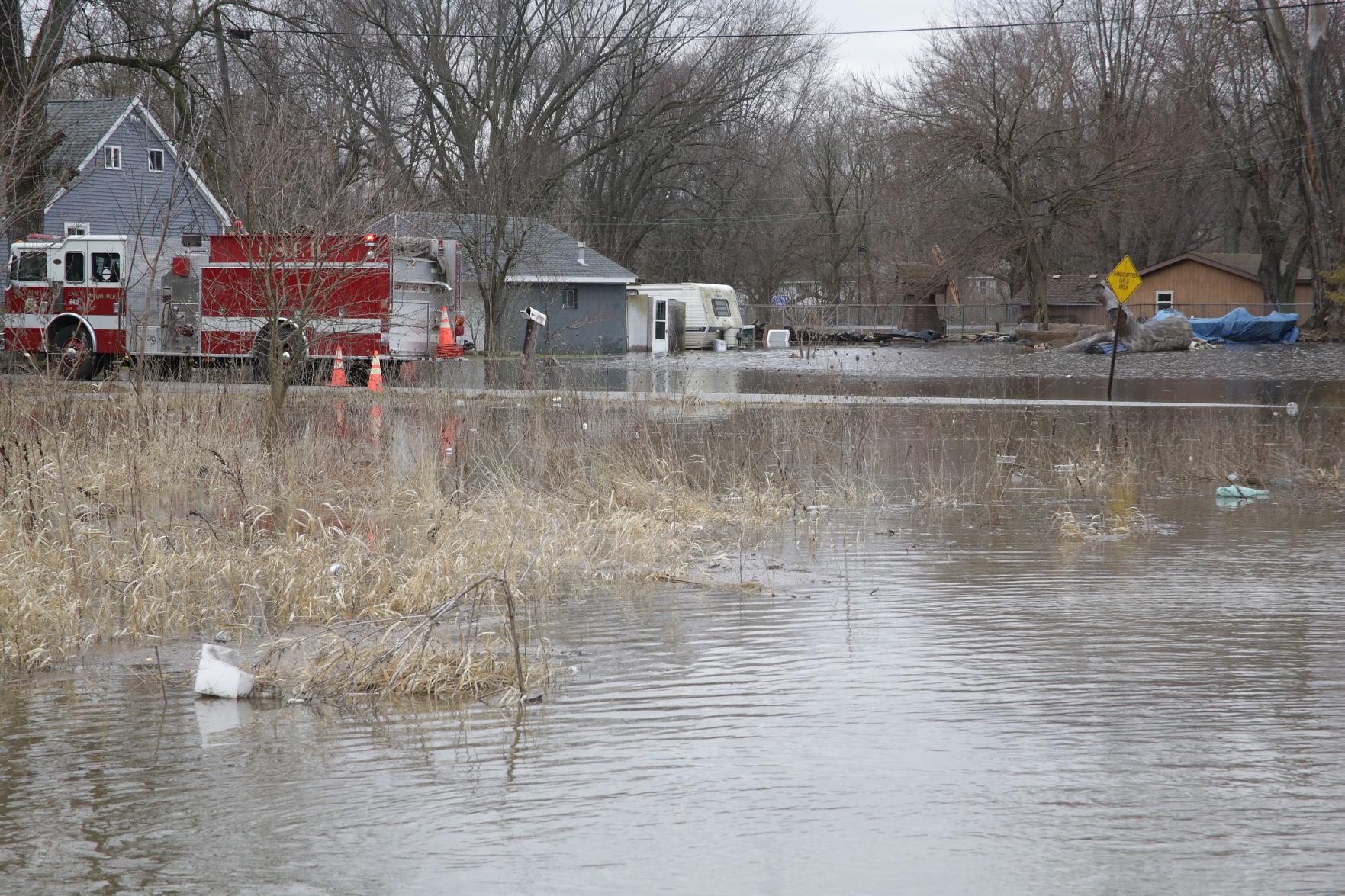 Flood Weu0027re just praying right nowu0027 Lake