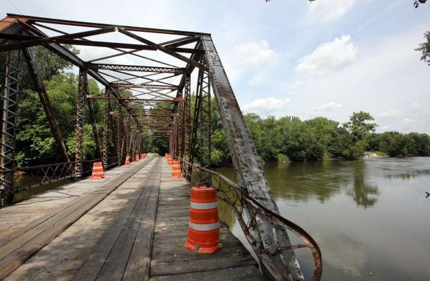 Lake closes historic Kankakee River Bridge