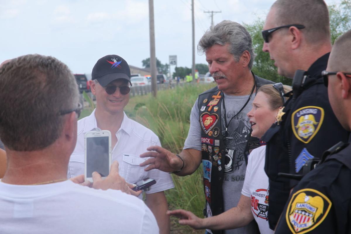 'Lt. Dan' gives back to Vietnam vets