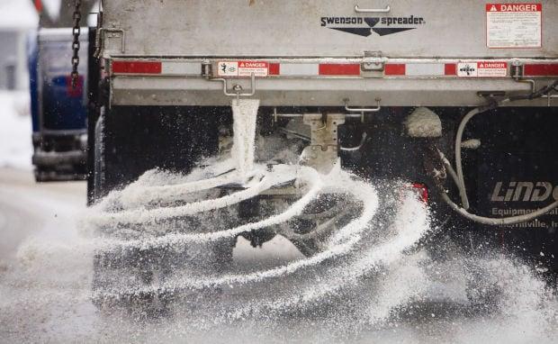 Truck-Salting-Road