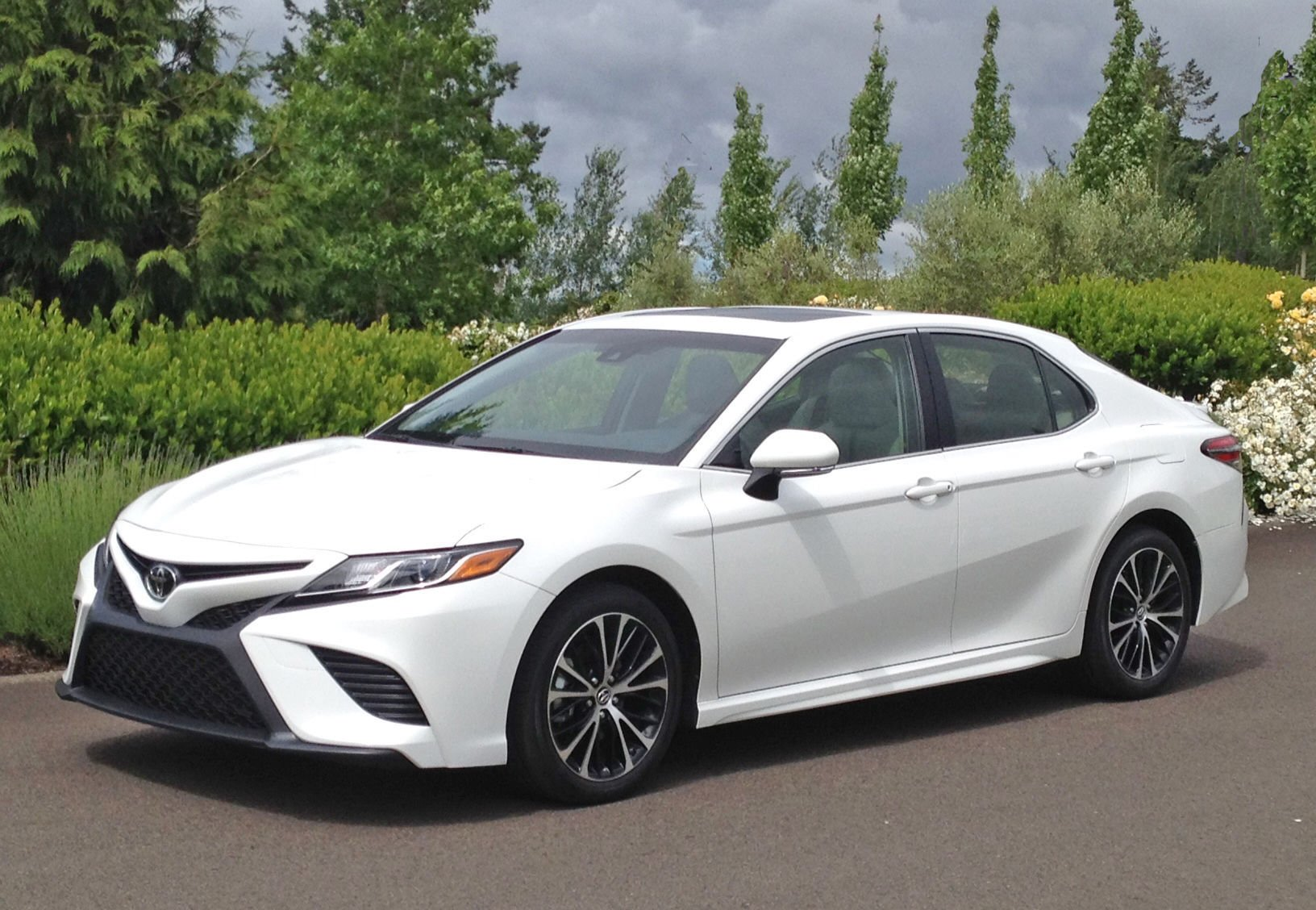 Toyota Camry Sharpens 4 Door Looks