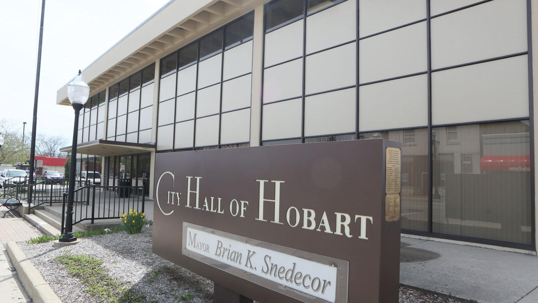 Hobart panel approves request for used car dealership