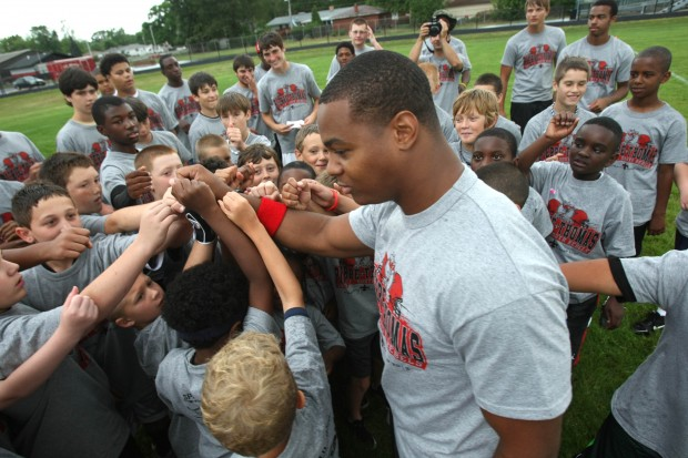 Pierre Thomas huddles with students