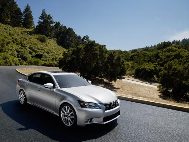 Lexus marks midsize luxury