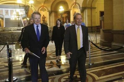 Illinois lawmakers set to vote on stopgap spending deal