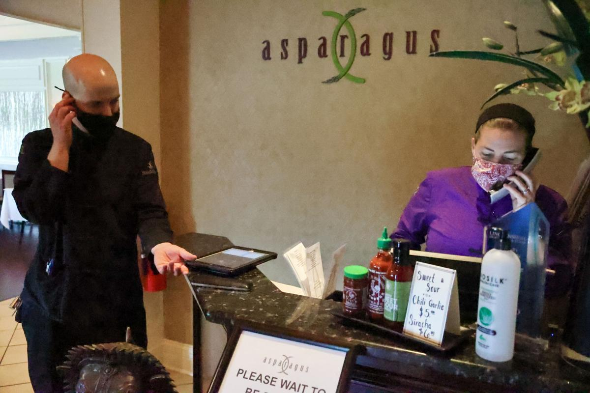 Restaurants struggling to find workers despite raising wages, offering bonuses