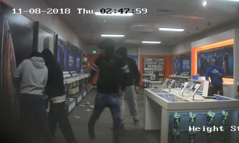 5 men smash window at Schererville cellphone store, flee within minutes with items