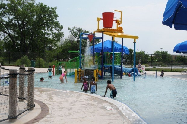Green lake family aquatic center opens in calumet city for Garden oaks pool
