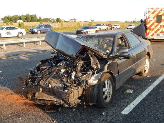 2 injured in rollover crash on I-65