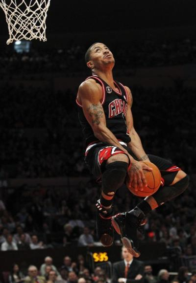 d538066307e Derrick Rose jumps for a dunk during the second half of the Bulls  matchup  against the Knicks Tuesday. Rose scored 26 points as the Bulls won 103-90.