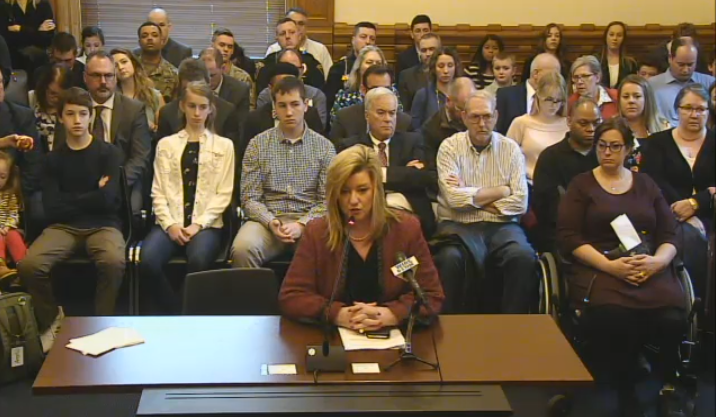 Plan to impose $500 fine on drivers holding a phone set for Indiana Senate vote