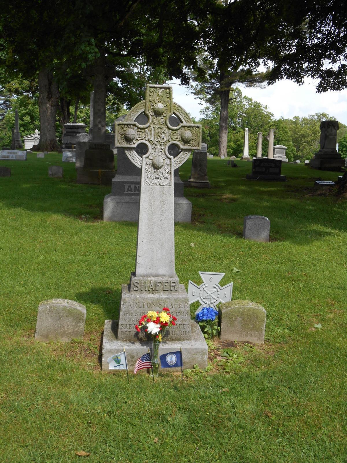 Carlton Shafer's grave