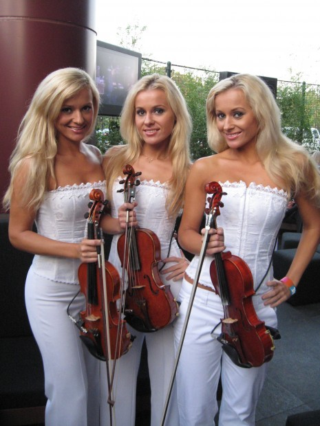Offbeat Polish Triplets Musical Group Alizma An -8454