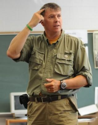 History teacher stops in Valparaiso during trek across America