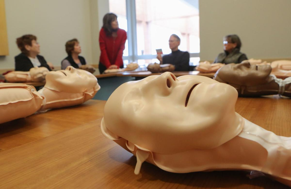 Free cpr training draws crowds healthy living nwitimes mass cpr class at valparaiso university xflitez Images