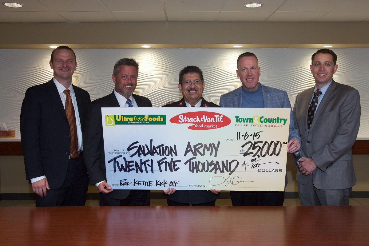 Strack & Van Til strengthens its community bonds during the holiday season