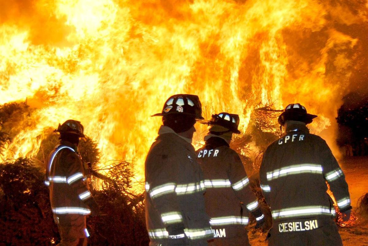 Fire at fairgrounds draws crowd