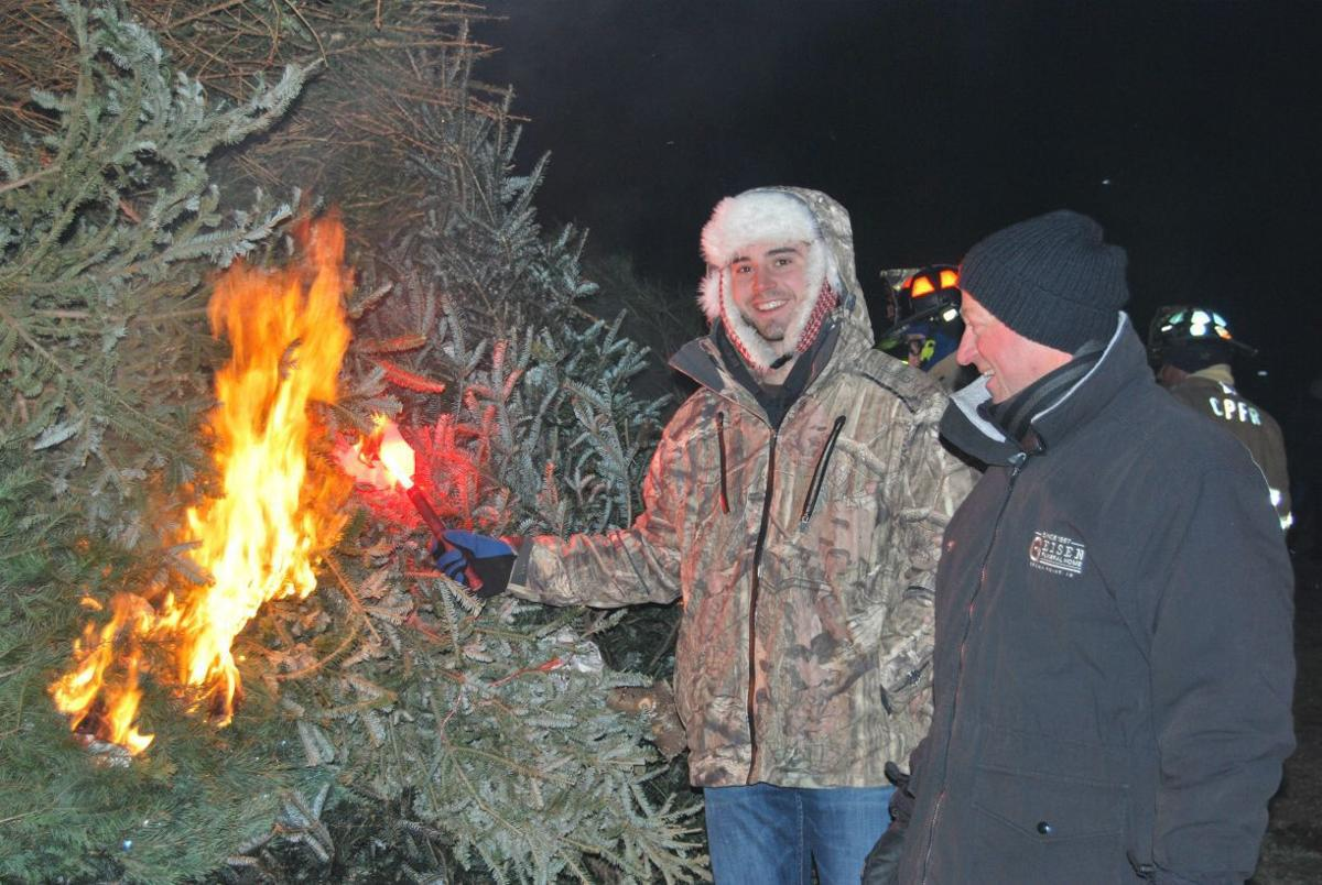 Fire at fairgrounds draws a crowd