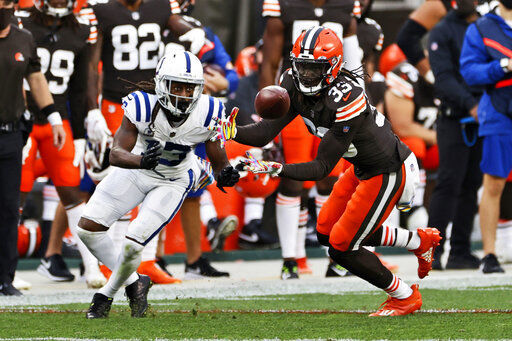 Mayfield throws 2 TDs, Browns hold off Colts to move to 4-1