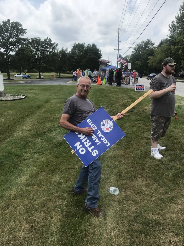 Valpo workers rally for more affordable health insurance, higher wages: 'We just want enough to live'