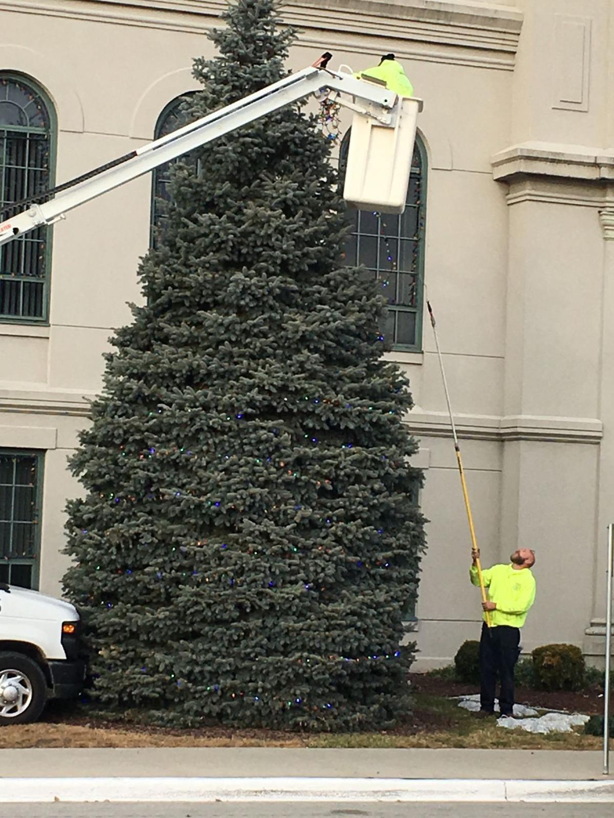 Calumet City hosts holiday tree lighting ceremony