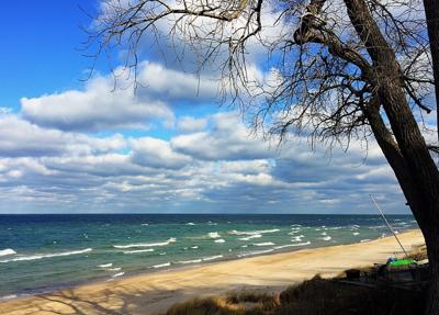 New lawsuit again seeks to limit public access to Lake Michigan beaches