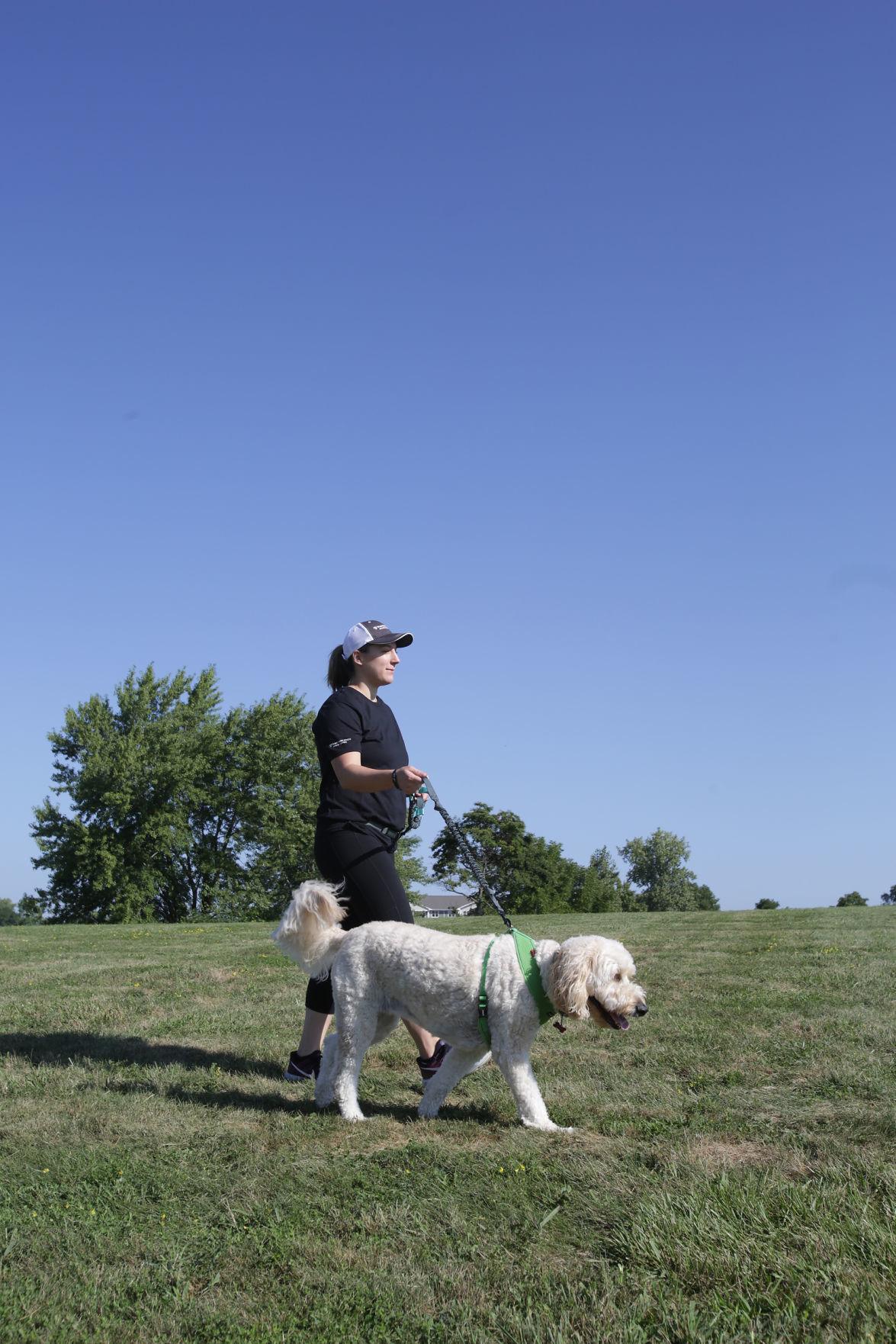 Caminar te beneficia a ti y a tu perro, los expertos y los veterinarios del noroeste de Indiana están de acuerdo