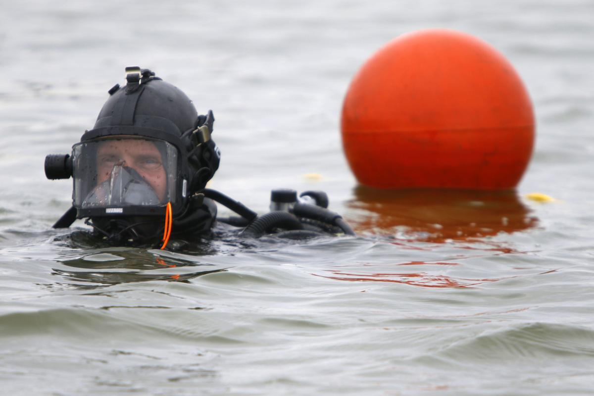 Dive crews train on Cedar Lake