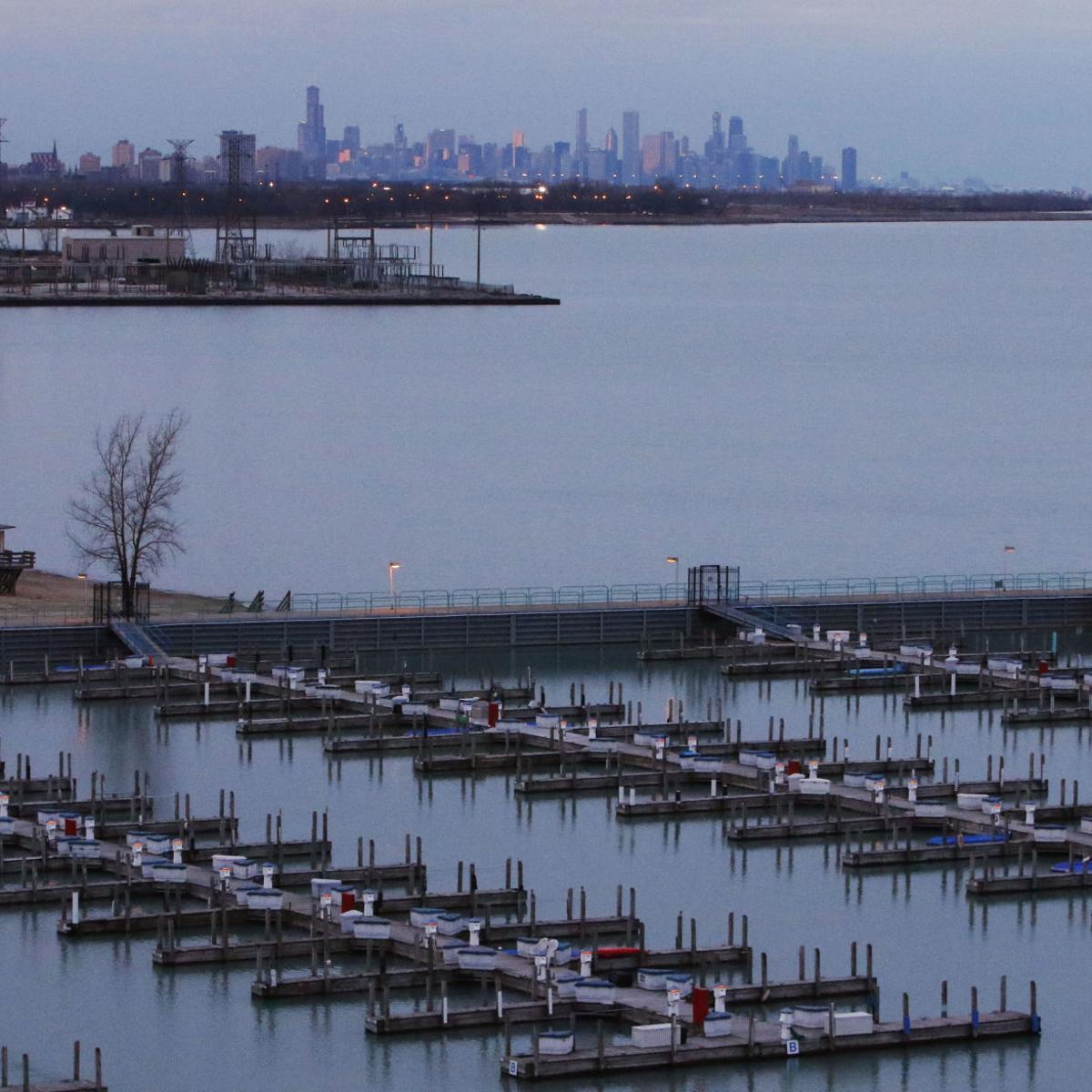 Man dies after falling in Lake Michigan at Hammond Marina