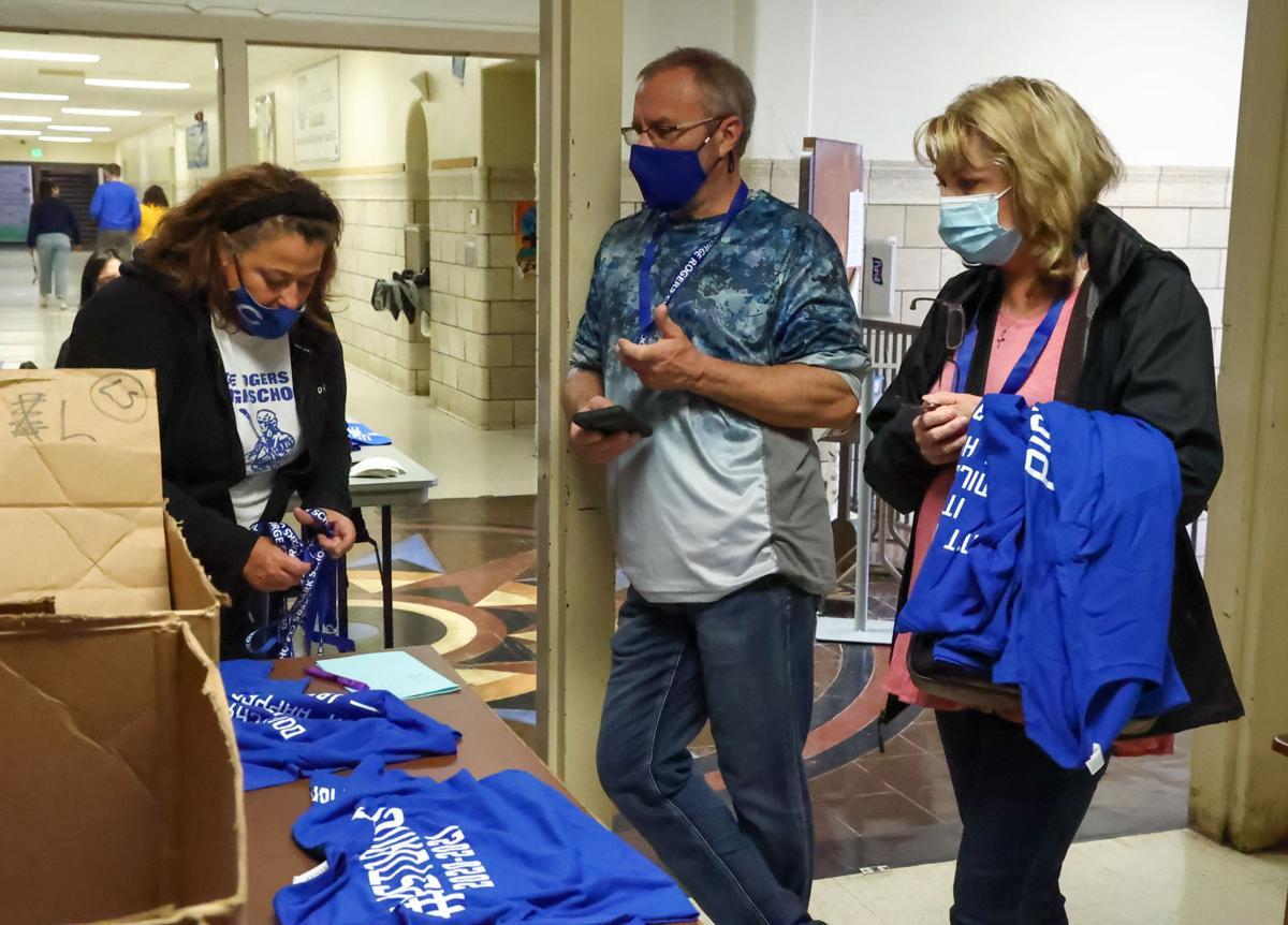 Clark High School alumni tour