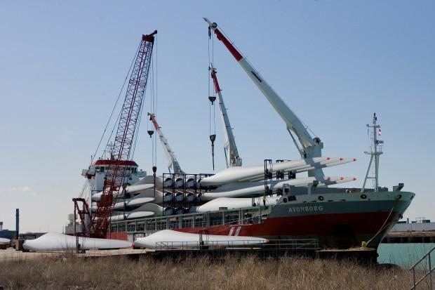 Wind turbine parts arrive at Burns Harbor port | Northwest