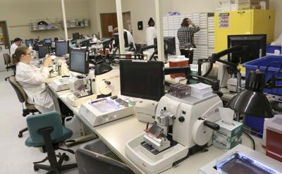 Alverno Laboratories offering $10,000 bonuses as it tries to fill hundreds of positions