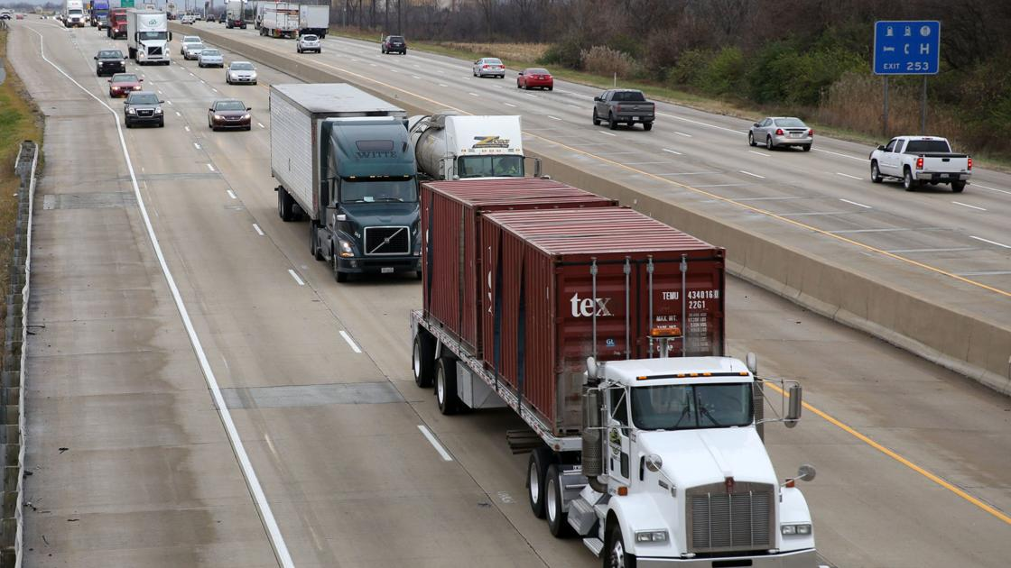 Truck fire closes northbound lane of I-65, state reports