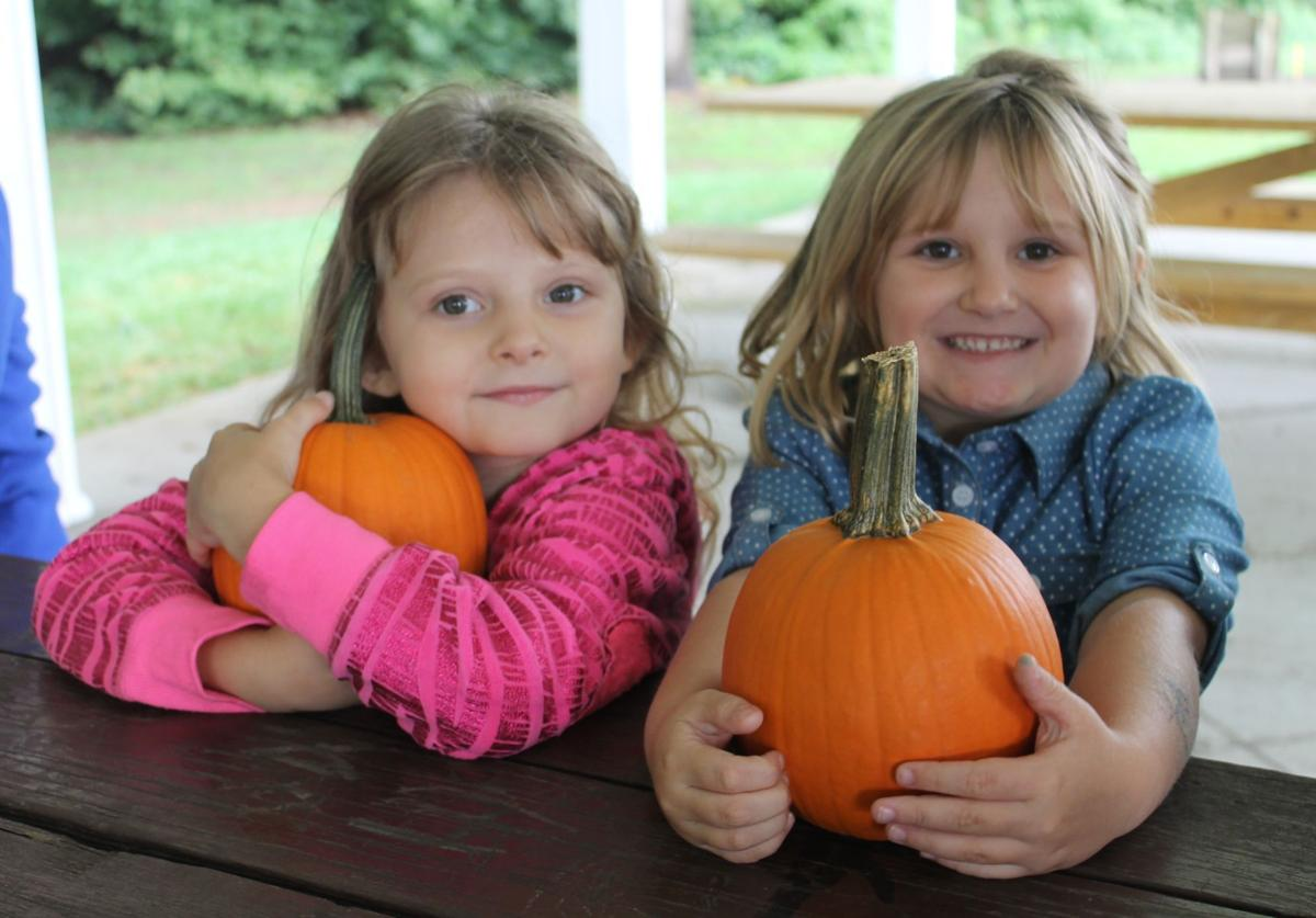 Corrina Sanders, 4, left, and Emily Stephenson, 5,