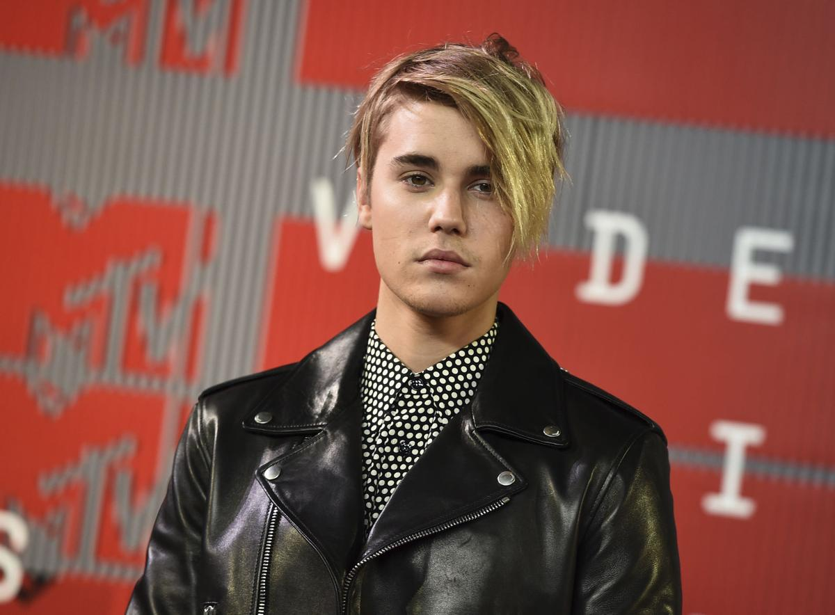 Justin Bieber Answers Questions Performs Songs For Fans Music