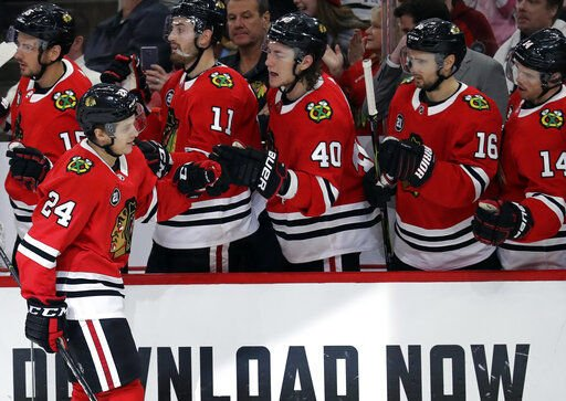 Blackhawks beat Red Wings 5-2 for 7th straight win