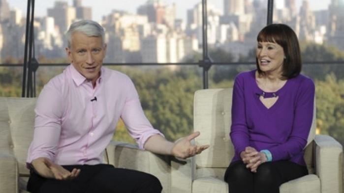 Anderson Cooper And Mother Gloria Vanderbilt On The Set Of