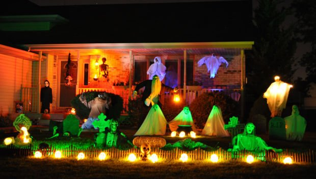 halloween house decorating nwitimescom - Houses Decorated For Halloween