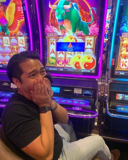 Chicago man hits huge jackpot on Hard Rock Casino slot machine