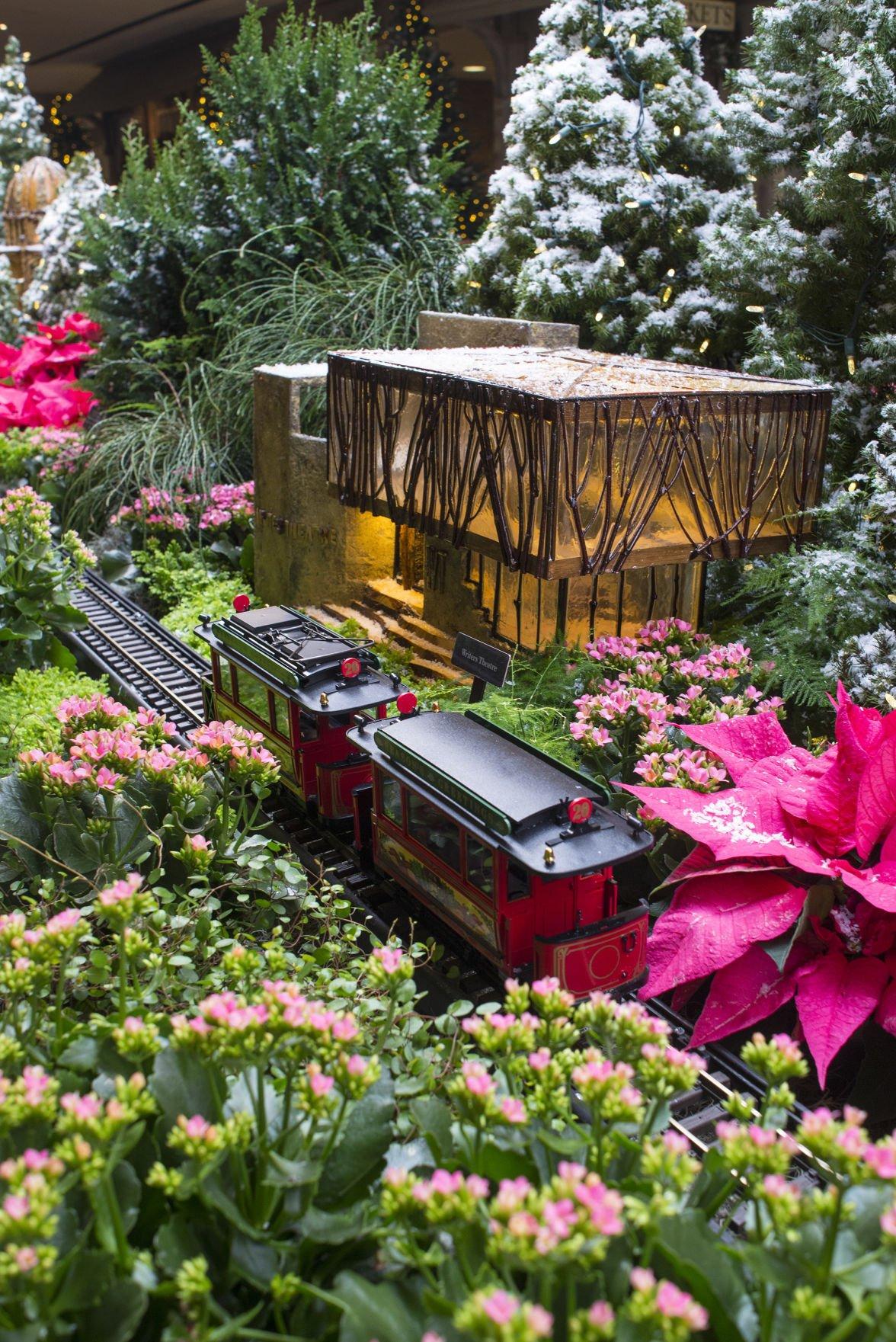 Chicago Botanic Garden indoor winter railroad