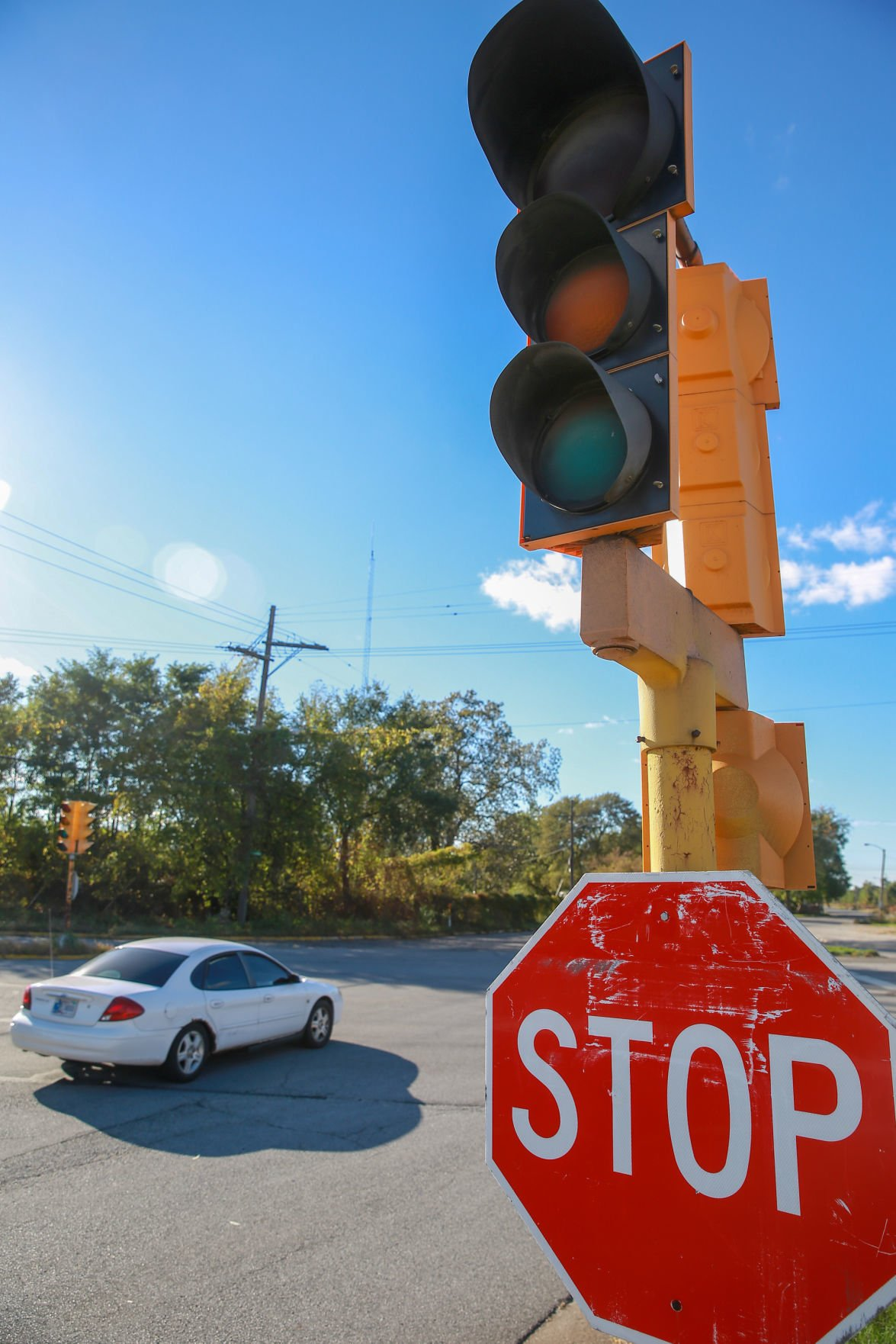 Road sign stop What is the sign stop at the traffic light intersection in the city In which cases does it work